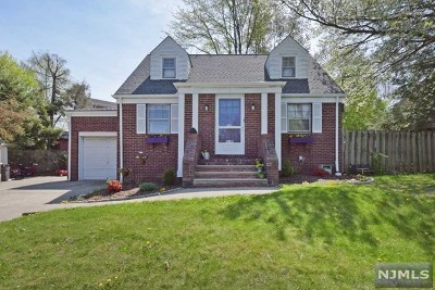Fair Lawn Single Family Home For Sale: 13-09 Ferry Heights