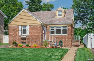 Fair Lawn Single Family Home For Sale: 17-31 Hunter Place