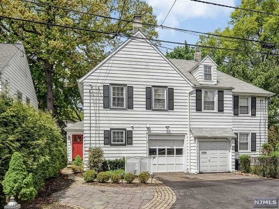 Fair Lawn Single Family Home For Sale: 8 Brighton Place