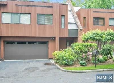Englewood Condo/Townhouse For Sale: 4 Kira Lane