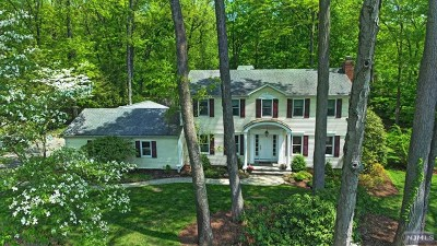 Upper Saddle River Single Family Home For Sale: 8 Anona Drive