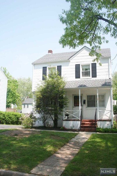 Teaneck Single Family Home For Sale: 149 Circle Drway