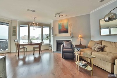 Weehawken NJ Condo/Townhouse For Sale: $525,000