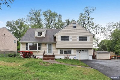 Teaneck Single Family Home For Sale: 38 Galway Place
