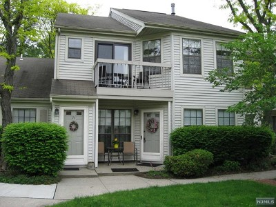 Mahwah Condo/Townhouse For Sale: 70 Fromm Court
