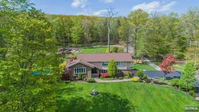 West Milford Single Family Home For Sale: 70 Rabbit Run