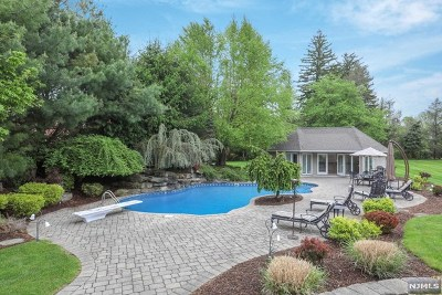 Mahwah Single Family Home For Sale: 1 Victoria Lane