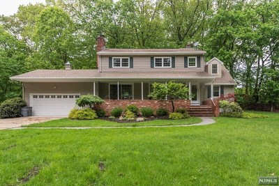 Mahwah Single Family Home For Sale: 5 Old Oak Drive