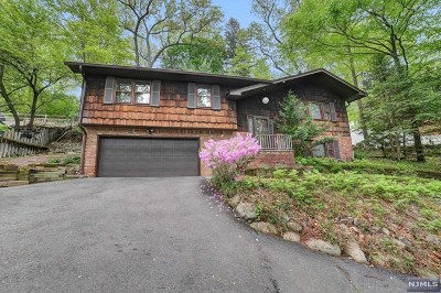 Montvale Single Family Home For Sale: 51 Westmoreland Avenue