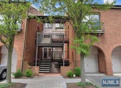 Teaneck Condo/Townhouse For Sale: 5 Lawrence Court