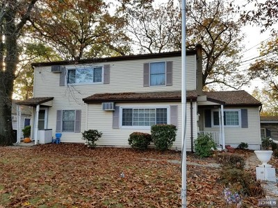 Paramus Single Family Home For Sale: 61 Forest Avenue