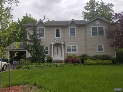 Paramus Single Family Home For Sale: 194 Highview Terrace