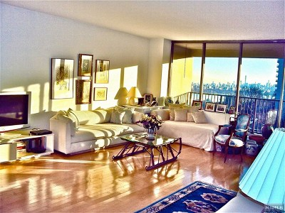 Fort Lee NJ Condo/Townhouse For Sale: $148,800