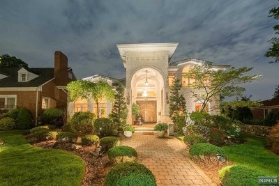 Cliffside Park Single Family Home For Sale: 516 Brandon Place
