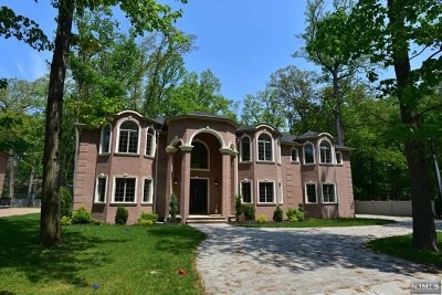 Paramus Single Family Home For Sale: 1 Sipporta Lane