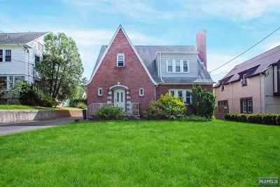 Teaneck Single Family Home For Sale: 512 West Englewood Avenue
