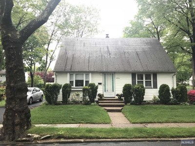 Teaneck Single Family Home For Sale: 1736 Ardsley Court