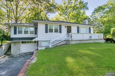Franklin Lakes Single Family Home For Sale: 475 Lakeside Boulevard