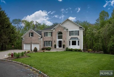 Mahwah Single Family Home For Sale: 10 Van Brookhaven Court