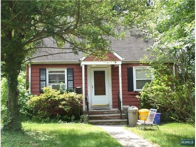Teaneck Single Family Home For Sale: 38 Livingston Place