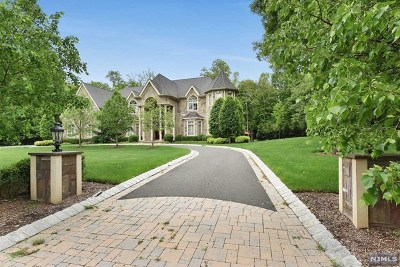 Franklin Lakes Single Family Home For Sale: 670 Peach Tree Lane