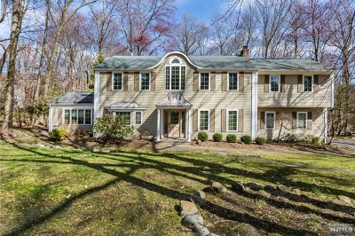 Woodcliff Lake Single Family Home For Sale: 63 Old Farms Road