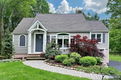 Allendale Single Family Home For Sale: 77 Heights Road