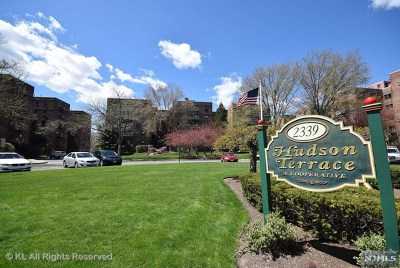 Fort Lee Condo/Townhouse For Sale: 2333 Hudson Terrace #c3