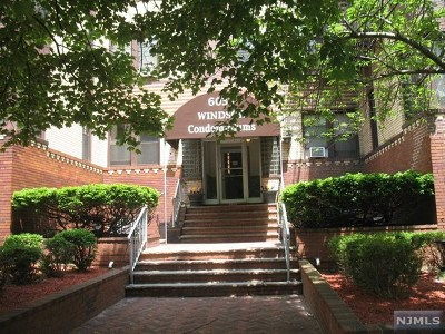 West New York Condo/Townhouse For Sale: 6035 Kennedy Boulevard #A-4