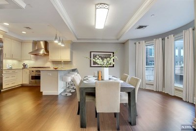 Weehawken Condo/Townhouse For Sale: 22 Oxford Landing