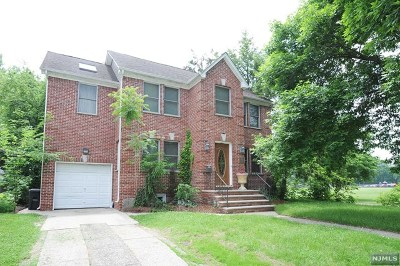 Fair Lawn Single Family Home For Sale: 39-26 Sycamore Drive