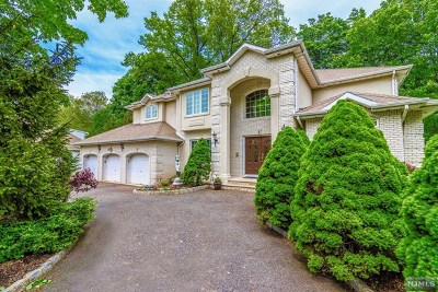 Paramus Single Family Home For Sale: 1 Bay Court