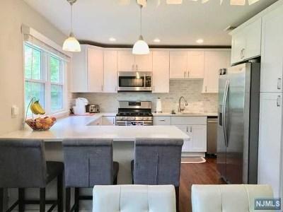 Oakland Single Family Home For Sale: 6 Hiawatha Boulevard