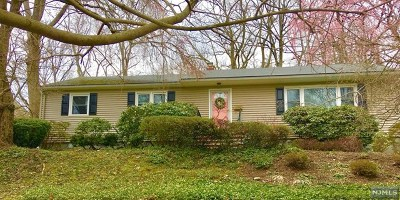 Oradell Single Family Home For Sale: 662 Ellen Place