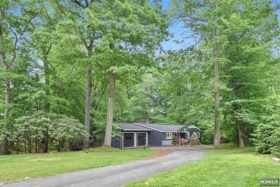 Upper Saddle River Single Family Home For Sale: 90 Locust Lane