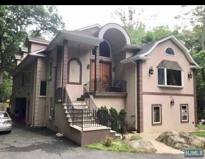 Franklin Lakes Single Family Home For Sale: 383 Wildwood Avenue