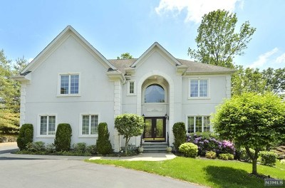 Mahwah Single Family Home For Sale: 2 Boland Court