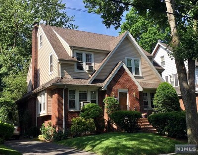 Teaneck Single Family Home For Sale: 332 Griggs Avenue