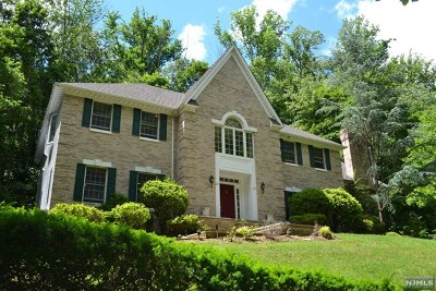 Upper Saddle River Single Family Home For Sale: 37 Aspen Way