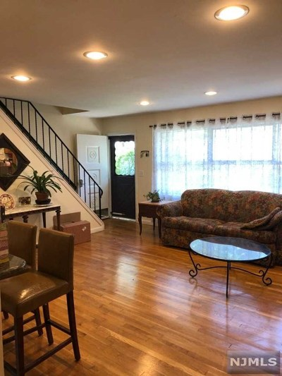 Oakland Single Family Home For Sale: 86 Oneida Avenue
