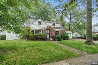 Fair Lawn Single Family Home For Sale: 15-15 Radburn Road