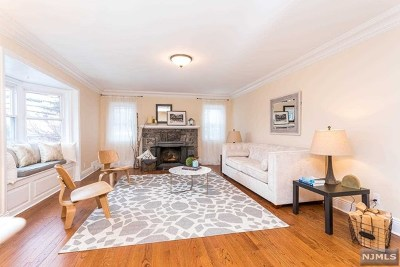 Cliffside Park Single Family Home For Sale: 730 Hillside Avenue