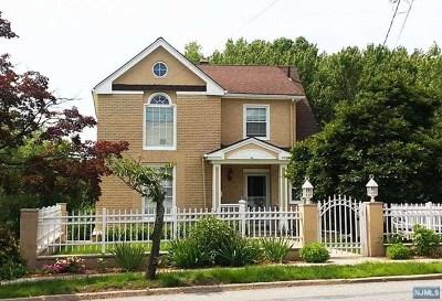 Leonia Single Family Home For Sale: 126 Grand Avenue