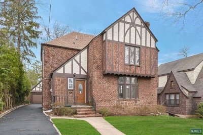 Teaneck Single Family Home For Sale: 197 Griggs Avenue