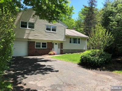 Closter Single Family Home For Sale: 55 Knickerbocker Road