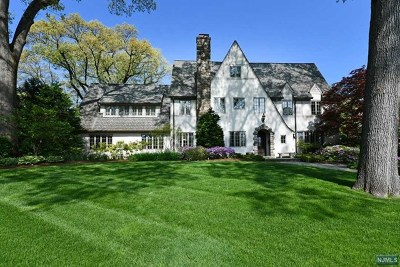 Ridgewood Single Family Home For Sale: 320 Highland Avenue