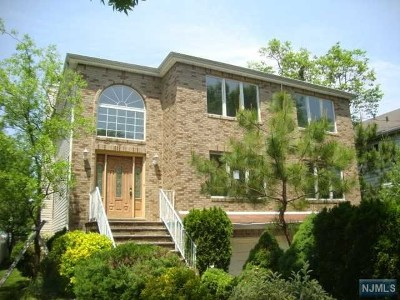 Rochelle Park Single Family Home For Sale: 11 Colling Avenue