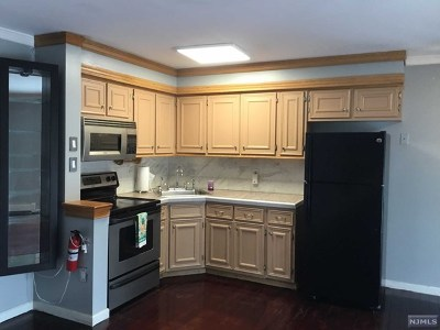 North Bergen Condo/Townhouse For Sale: 1614 Union Turnpike #B4