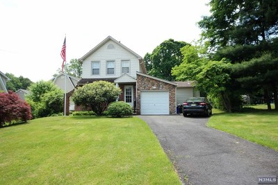 Midland Park Single Family Home For Sale: 95 Sicomac Avenue