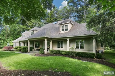 Upper Saddle River Single Family Home For Sale: 1 Stonegate Road
